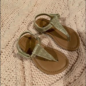 Gold toddler girl sandals w/Velcro Size:5